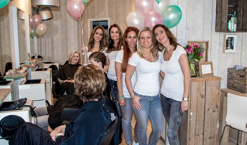 Feest bij Hairclub By Susan in de Oranjegalerij.   Foto: J.P. Kranenburg