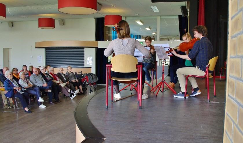 Ademloos luistert het publiek naar de getalenteerde studenten van het Nederlands Studentenorkest. | Foto Willemien Timmers