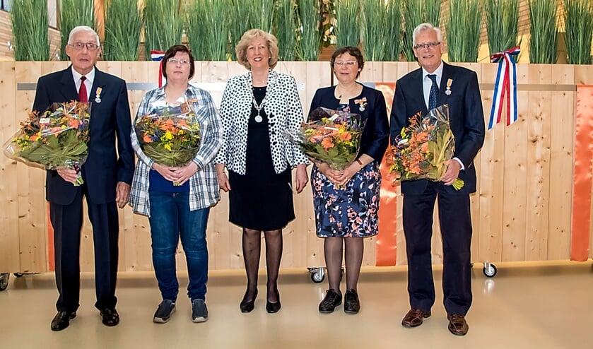 V.l.n.r. Henk Kerkhoven, Marja van Amsterdam, burgemeester Laila Driessen, Marian Kathmann en Wim Vreeburg.   Foto: J.P. Kranenburg