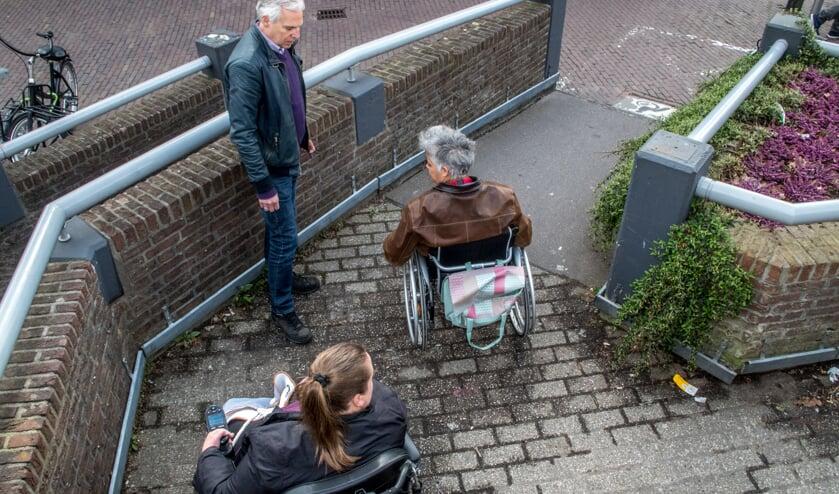 Ja, er ligt een opgang. Maar die blijken voor veel mensen toch onbegaanbaar. | Foto: J.P. Kranenburg