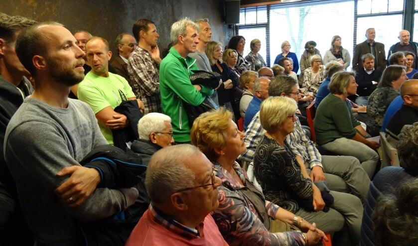 De Buit was woensdagavond afgeladen vol met Leyhofbewoners die meer wilden weten over het geplande groot onderhoud in hun wijk.