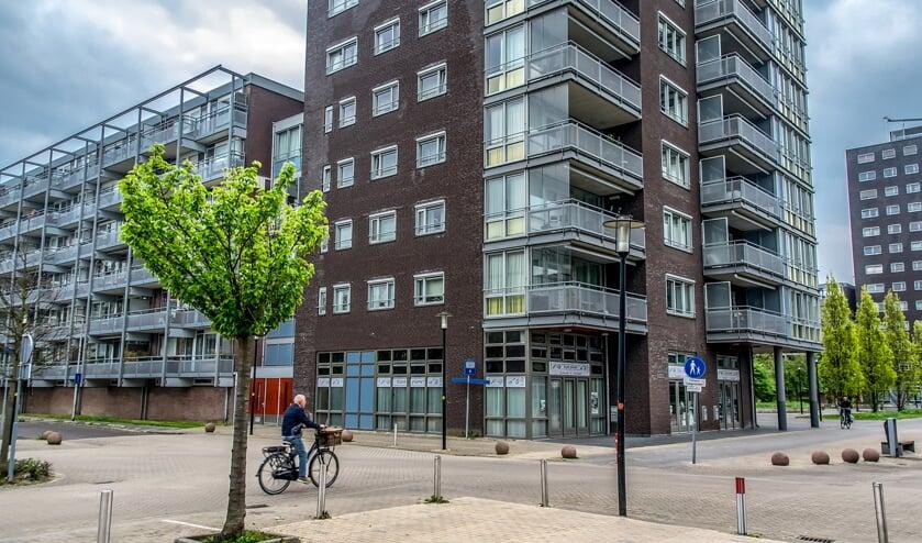De oversteek van de Laan van Berendrecht naar de Santhorstwinkels wordt door velen als onveilig ervaren. | Foto: J.P. Kranenburg
