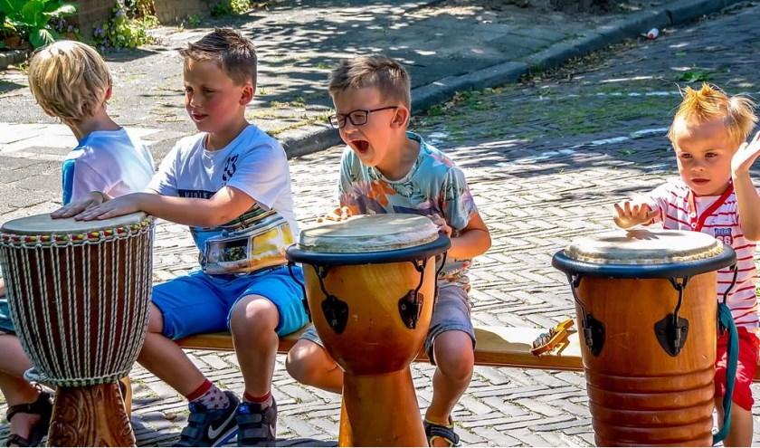 Muziek maken in de Lindenlaan.