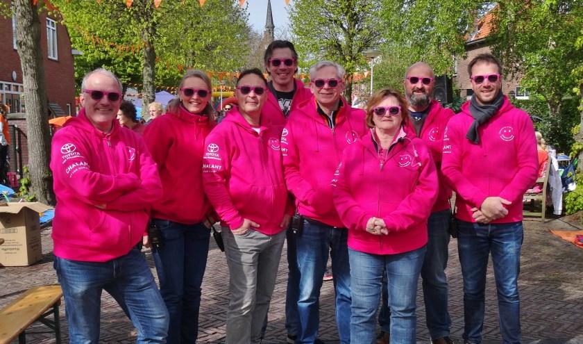 Het bestuur van de Vrienden met vierde van rechts Guido ten Hengel en geheel rechts Jan Suijkerbuijk. | Foto: C. v.d. Laan