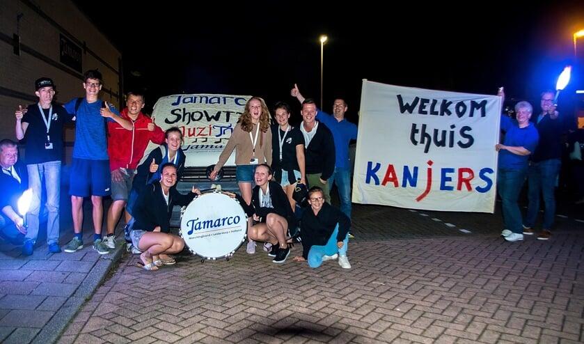 Terug in Leiderdorp werden de zeven jeugdleden van Tamarco  als helden ingehaald. | Foto: J.P. Kranenburg