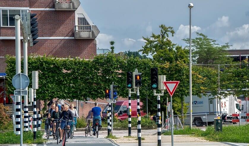 Het  voetgangerslicht bij de oversteek naar Winkelhof staat veel te kort op groen, vindt de Leiderdorpse CDA-fractie.