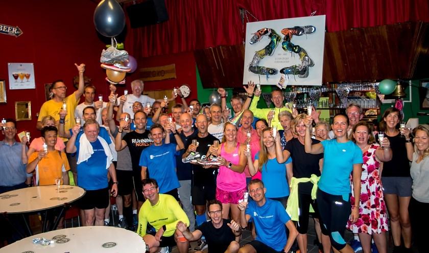 25 jaar lang loopvrienden is een feestje waard. | Foto: J.P. Kranenburg