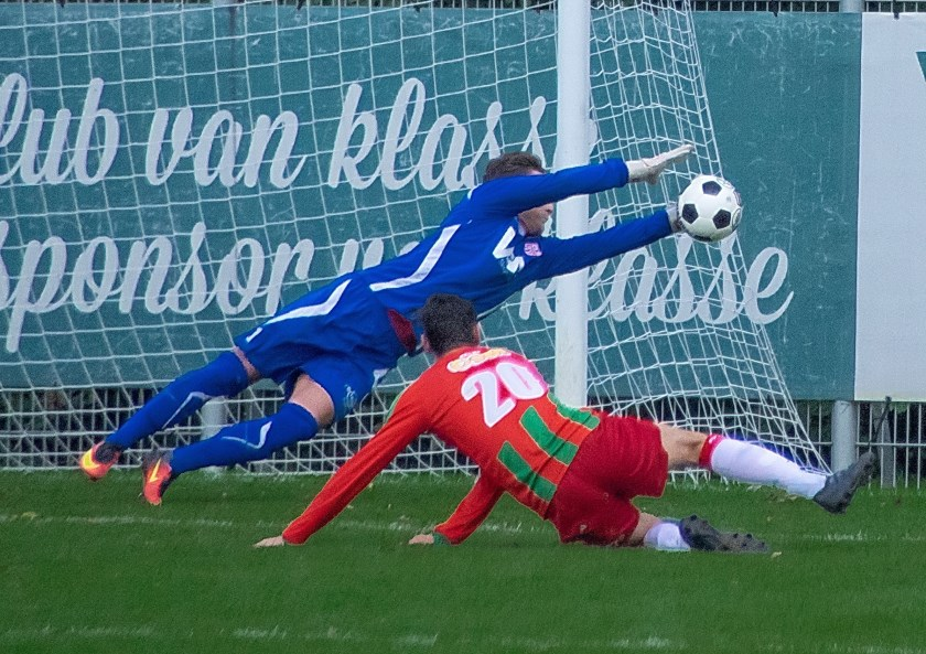 RCL-keeper Andrew Bontje redde meer dan eens bekwaam. | Foto: J.P. Kranenburg