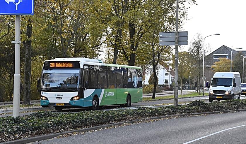 <p>De bushalte komt iets verder en het invoegen wordt anders.   Foto en tekst: Piet van Kampen</p>