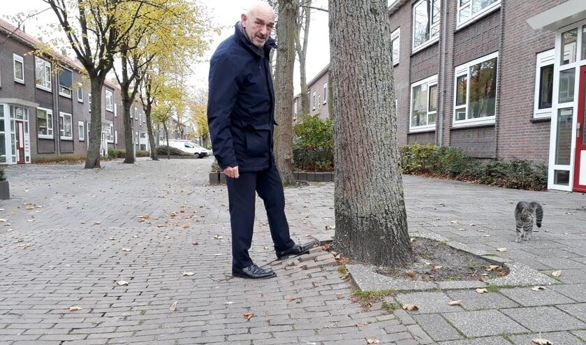 <p>Wethouder Nagtegaal in 2018 over het wegenonderhoud in Katwijk. | Foto: archief/SKvD</p>