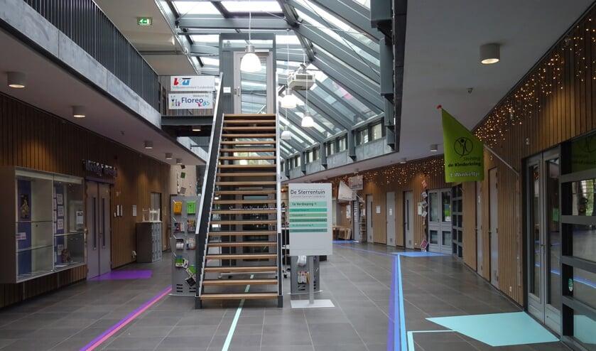 Het atrium van De Sterrentuin, waar in januari de balie van Incluzio Leiderdorp wordt geopend.