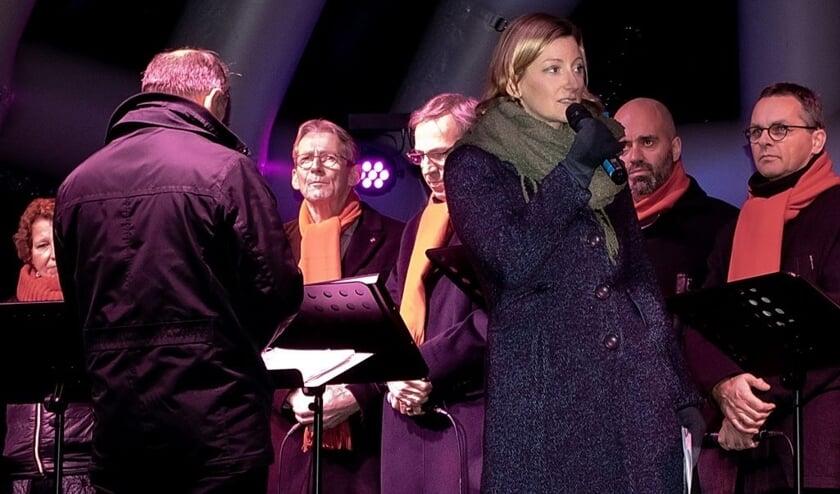 Dominee Esther de Paauw leidde de openluchtdienst in park De Houtkamp.