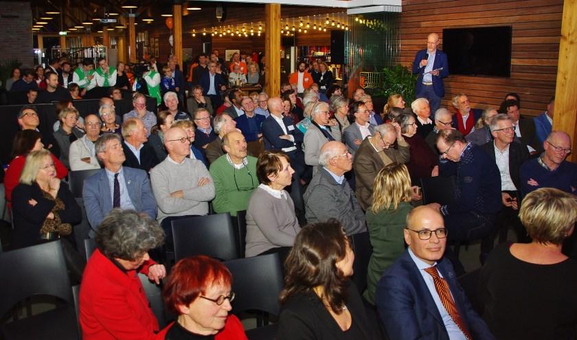 Diverse Oegstgeester initiatieven presenteerden zich aan de vele aanwezigen. | Foto Willemien Timmers