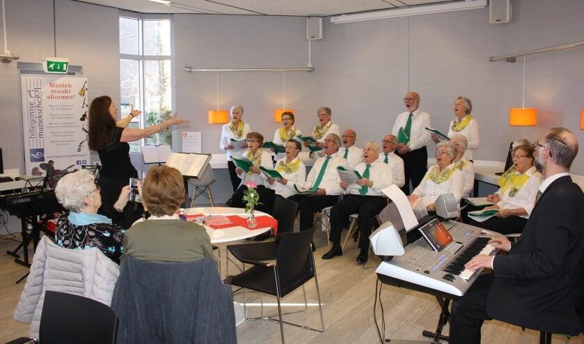 Koor Eigenwijs zingt op Valentijnsdag met een extra scheutje liefde. | Foto: Annemiek Cornelissen