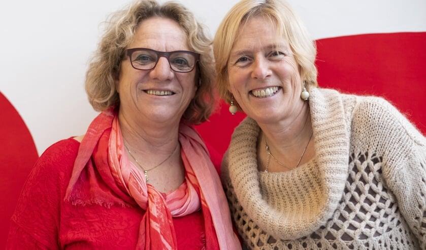 Seniorencoaches Ella Koning (rechts) en Gwendolyn van der Ven.