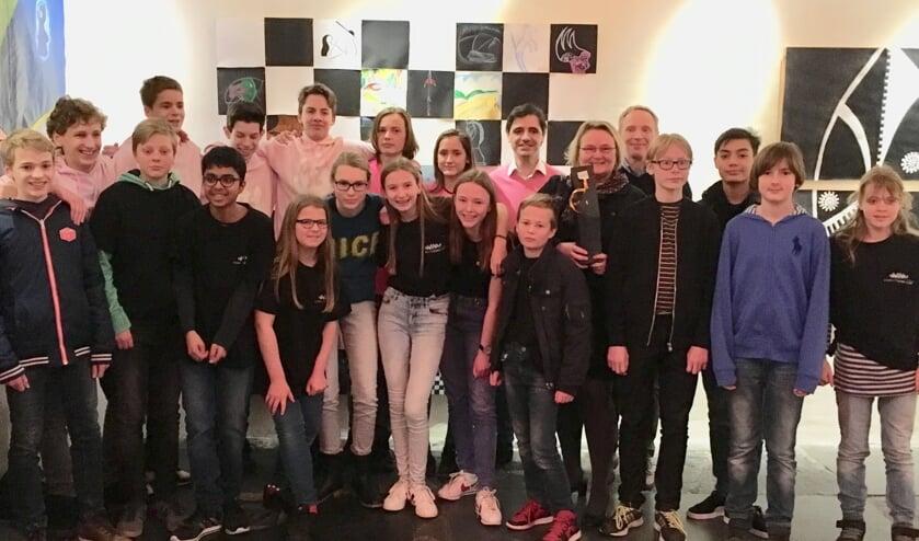 De hele schaakploeg van het Stedelijk Gymnasium.