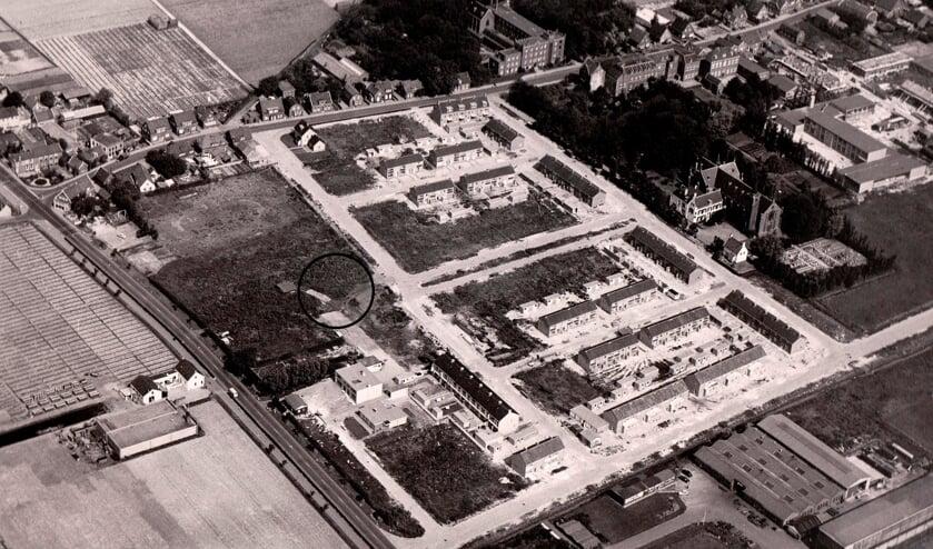 Een luchtfoto van de bouw van Victor I. De boerderij staat er niet meer, maar is met een cirkel aangegeven. | Foto: NoVaTo.