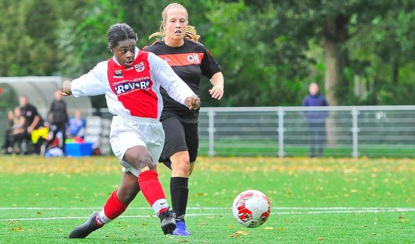 De 16-jarige invalster Lea Luzolo nam twee van de vier RCL-doelpunten voor haar rekening.