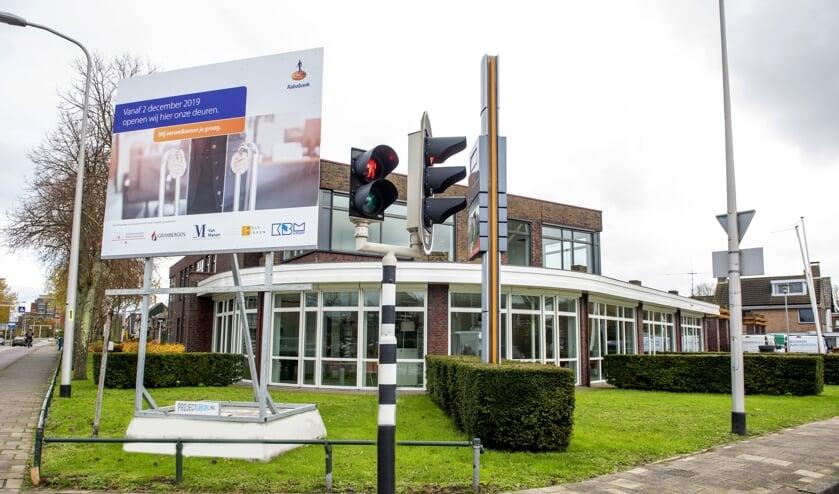 De Rabobank aan de Valkenburgseweg gaat komende maandag open. Inzet: Mikel de Jong.   Foto's: pr