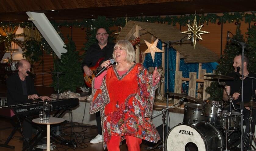 Willeke Alberti zong voor en haalde muzikale herinneringen op met het publiek.