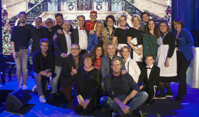De cast van Winterhotel speelde tot drie keer toe voor een bomvolle zaal. | Foto en tekst: Diana Maas