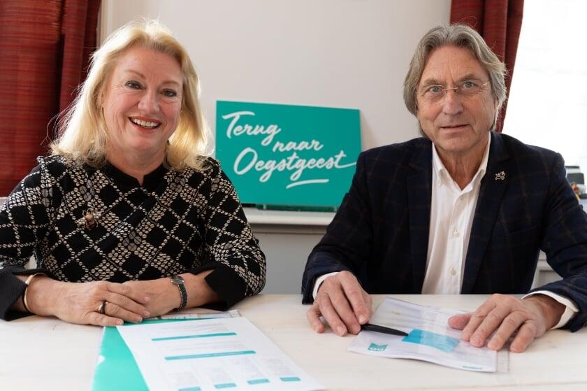<p>Dorpsmarketeer Marjolijn van der Jagt en voorzitter stichting Dorpsmarketing Oegstgeest Hans Ludo van Mierlo. | Archieffoto Wil van Elk</p>
