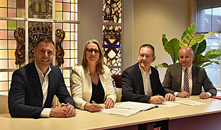 De ondertekening voor de oprichting van Meermaker Teylingen in maart 2019.