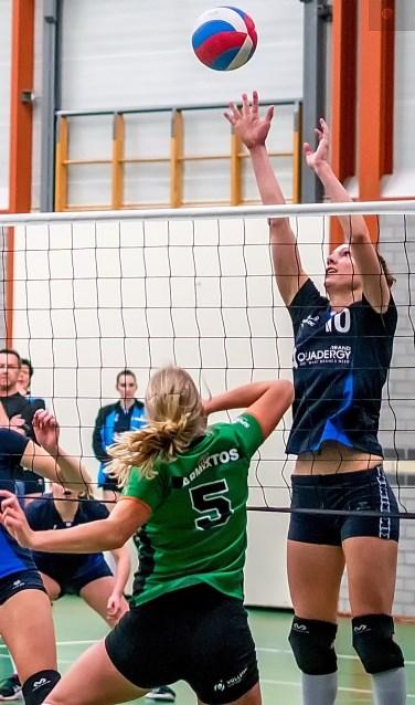 Anna van der Eik van Leython blokt.    Foto: J.P. Kranenburg