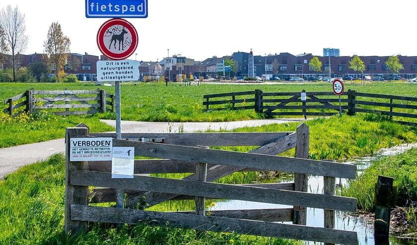<p>In het Leiderdorpse deel van de Boterhuispolder zijn de voet- en fietspaden gesloten in het broedseizoen. | Archieffoto: J.P. Kranenburg</p>