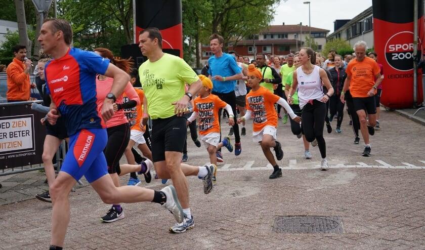 <p>De start van de 5 en 10 kilometer bij de Oranjeprestatieloop van 2019. Bij de editie van 2021 loopt iedereen zijn eigen rondje op zijn eigen moment, tussen 19 en 26 april.&nbsp;&nbsp;</p>