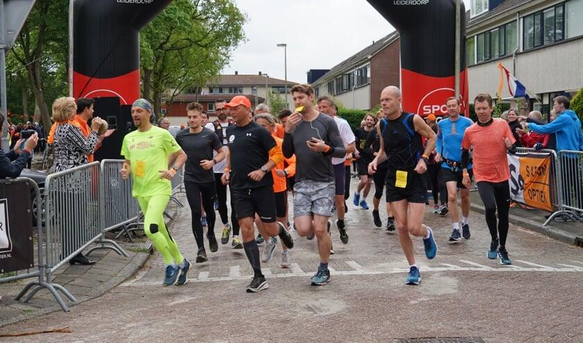 <p>De start van de Oranjeloop in 2019, toen dat nog kon in een grote groep.   Archieffoto: C. v.d. Laan&nbsp;</p>
