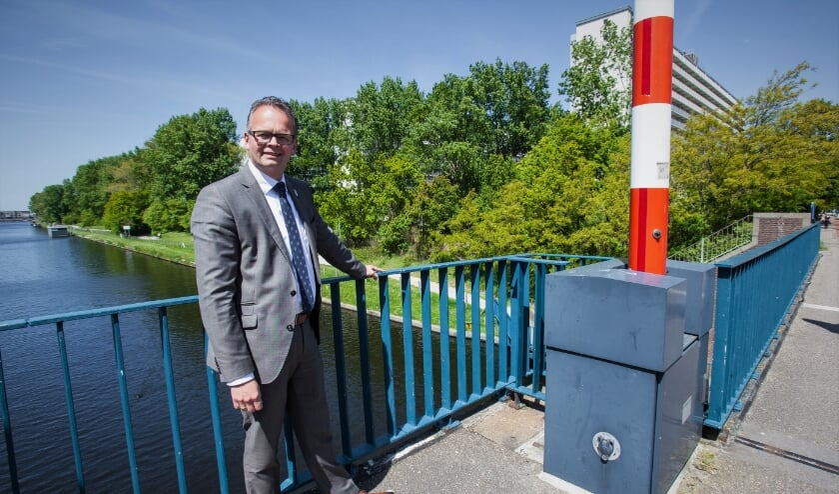 <p>Wethouder Jacco Knape: 'Warm water uit het Uitwateringskanaal gebruiken om de Hoornes te verwarmen'. | Foto: Adrie van Duijvenvoorde</p>
