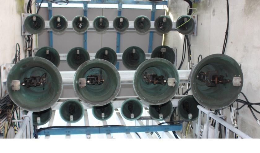 Onderaanzicht van het carillon van het bestuurscentrum.