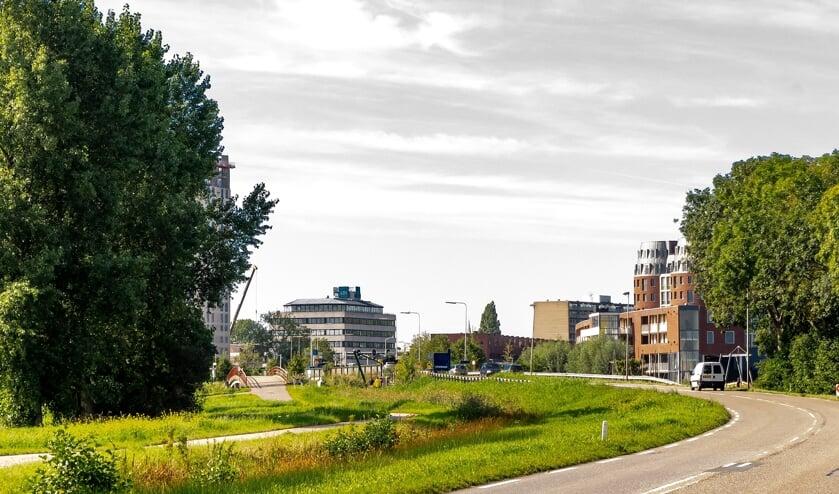 De Oude Spoorbaan met net om de bocht de Dwarswateringbrug. | Foto: J.P. Kranenburg