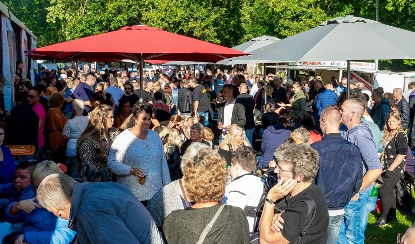 Grote drukte tijdens de afsluiting van de Vriendenfeesten met Unity NL on Tour. | Foto: J.P. Kranenburg
