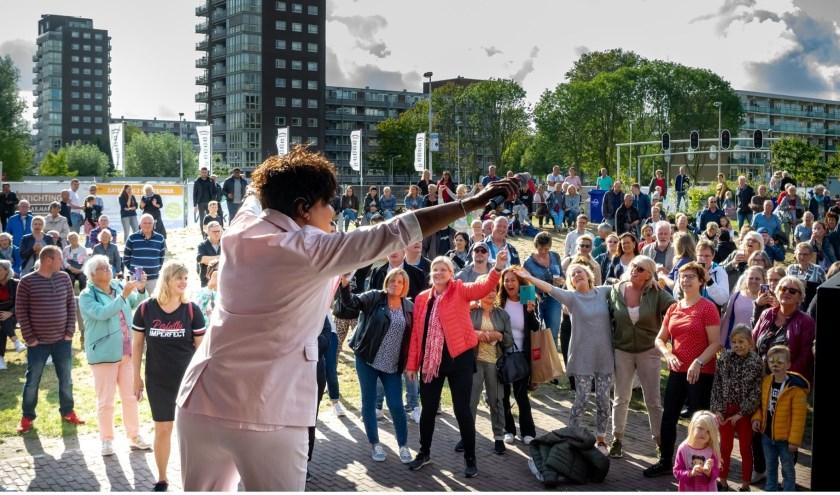 Ruth Jacott kreeg een enthousiast onthaal van het toegestroomde publiek.