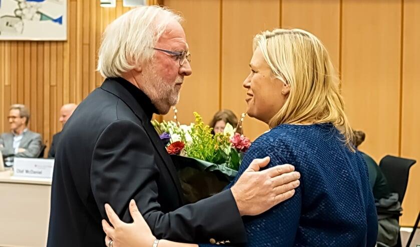 Bloemen van LPL raadslid Eric Filemon voor de vertrekkende LPL wethouder Martine de Bas.