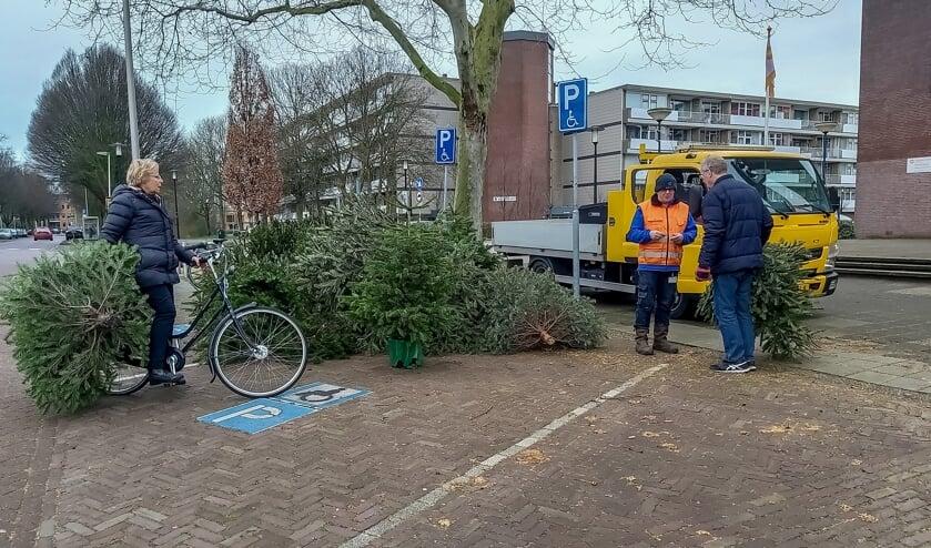 <p>Op het parkeerterrein bij de Scheppingskerk kunnen ook volgende week woensdag weer kerstbomen worden ingeleverd&nbsp;</p>