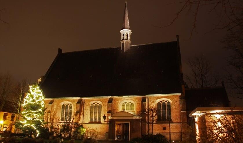 De Dorpkerk wordt sinds december bij donker prachtig uitgelicht.