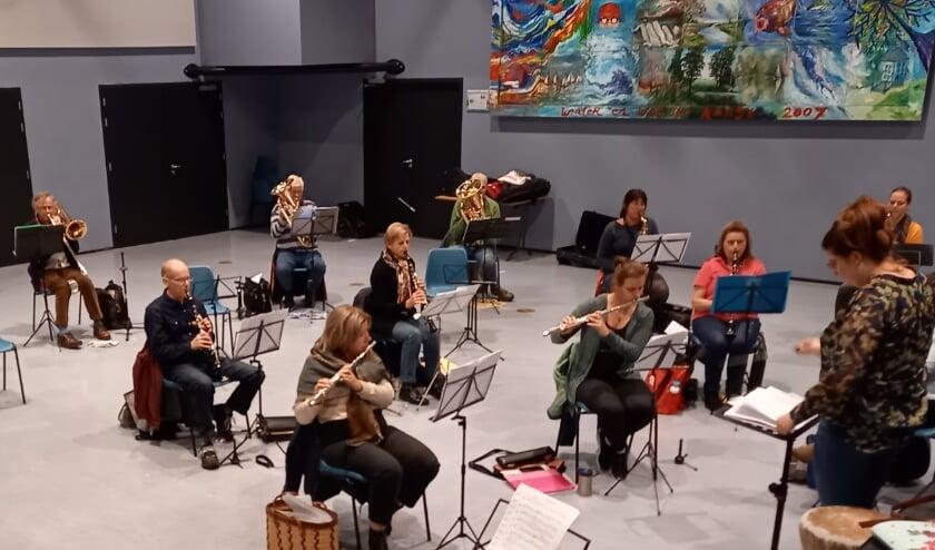 Vanwege de ruime opstelling maar een blik op een klein orkest…..