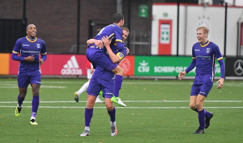 Danny Bakker EN Lars Rauws vieren het eerste doelpunt. | Foto: OrangePictures