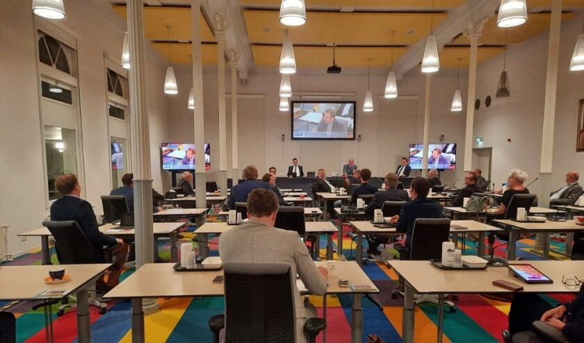<p>De gemeenteraad vergadert vanwege coronamaatregelen in het Heerenhuys in Katwijk aan den Rijn.</p>