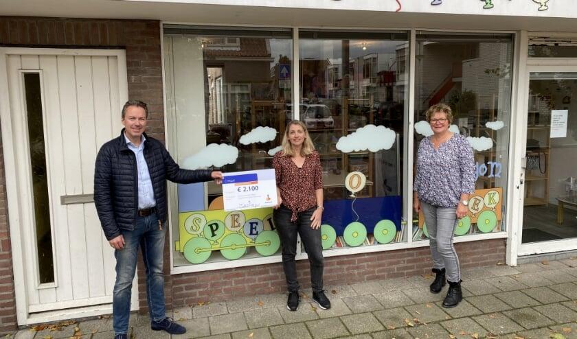 <p>Vanaf links: Jeroen Willems van Rabobank Bollenstreek, Erica de Klerk en Janine Singels. | Foto: pr.&nbsp;</p>