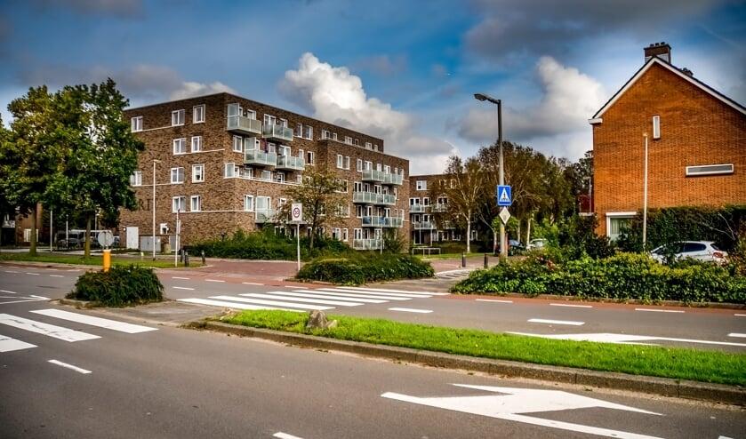 <p>De kruising van de Van der Valk Bouwmanweg met de Tollenaersingel, een punt waar veel ongelukken en bijna- ongelukken gebeuren.</p>