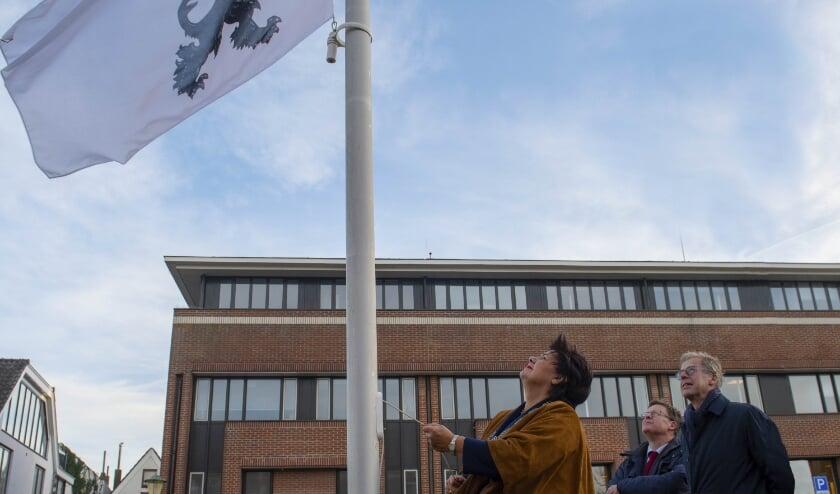 <p>Na het uitreiken van het Wapendiploma werd in Noordwijk en Noordwijkerhout de vlag gehesen.</p>