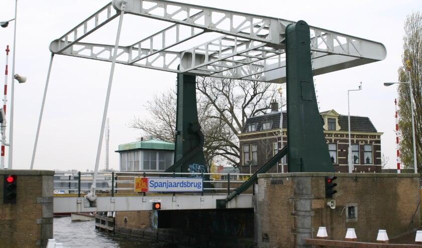 <p>Verkeer kan over de brug tijdens de werkzaamheden.&nbsp;</p>