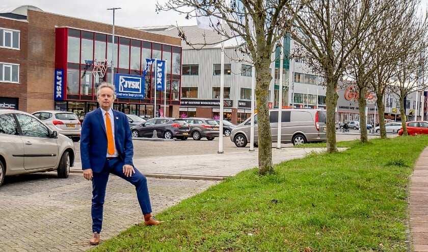 Wethouder Willem Joosten heeft er alle vertrouwen in dat het bedrijventerrein achter hem over een aantal jaar is getransformeerd in een aantrekkelijk woon-werkgebied. | foto: J.P. Kranenburg