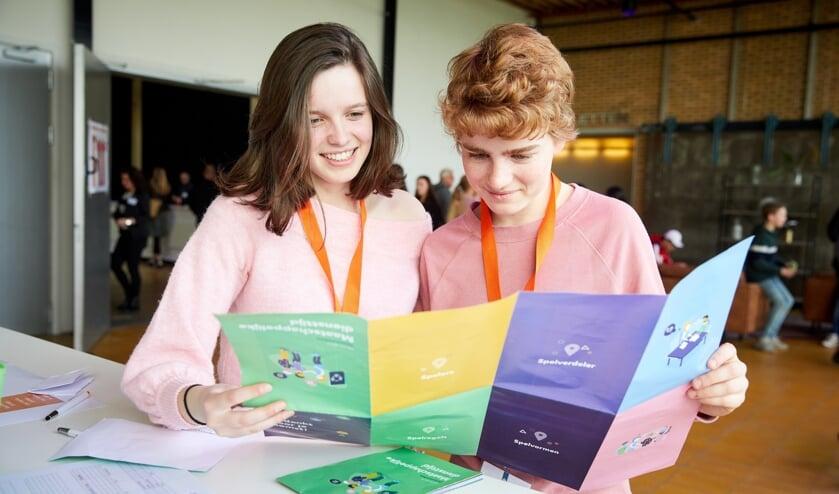 <p>Jongeren gaan vanaf 2021 een maatschappelijke diensttijd vervullen. | Foto: Marieke Duijsters</p>