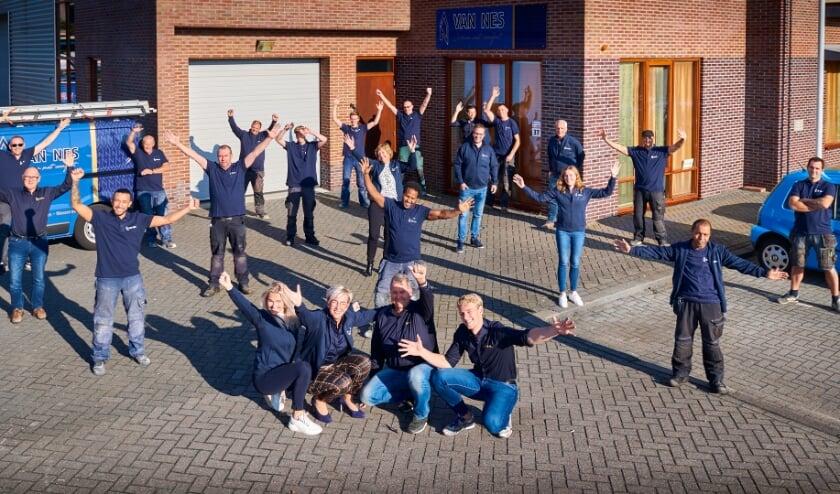 <p>Feest bij Van Nes na het winnen van De Sterkste Schakel.   Foto: PR</p>