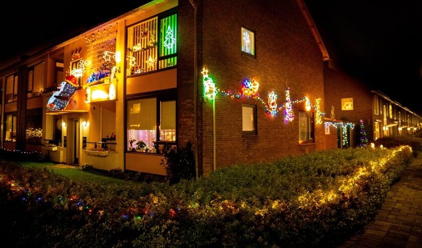 <p>Het huis van Adrie Klok en Saskia van Leeuwen brengt letterlijk licht in donkere dagen.</p>